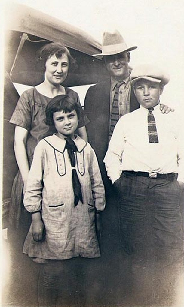 doye-katherine-joe-carrie-1924